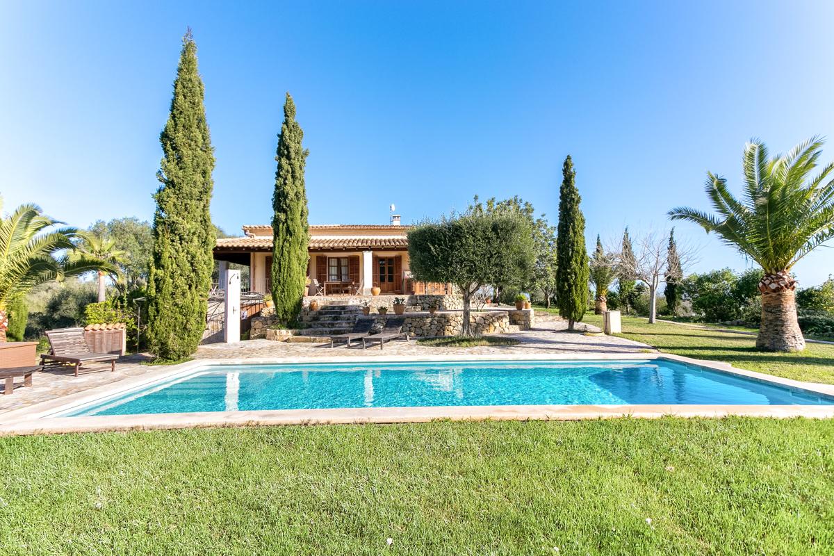 Traumhafte Finca mit Vermietungslizenz, spektakulärem Rundumblick, Pool und Grundstück in Maria de la Salut