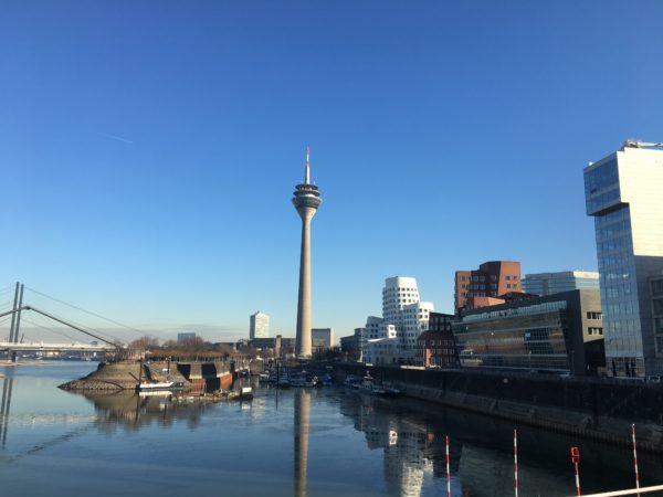 Der Medienhafen in Düsseldorf besticht durch seine eindrucksvolle Architektur