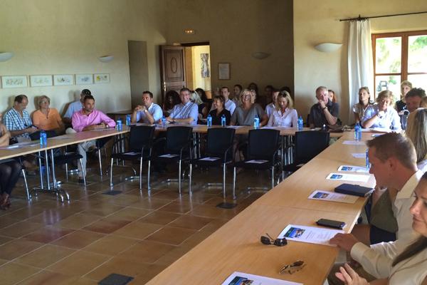 Rund 50 Franchispartner und Immobilienmakler der Porta Mondial Gruppe kamen zum internationalen Partnertreffen nach Mallorca.