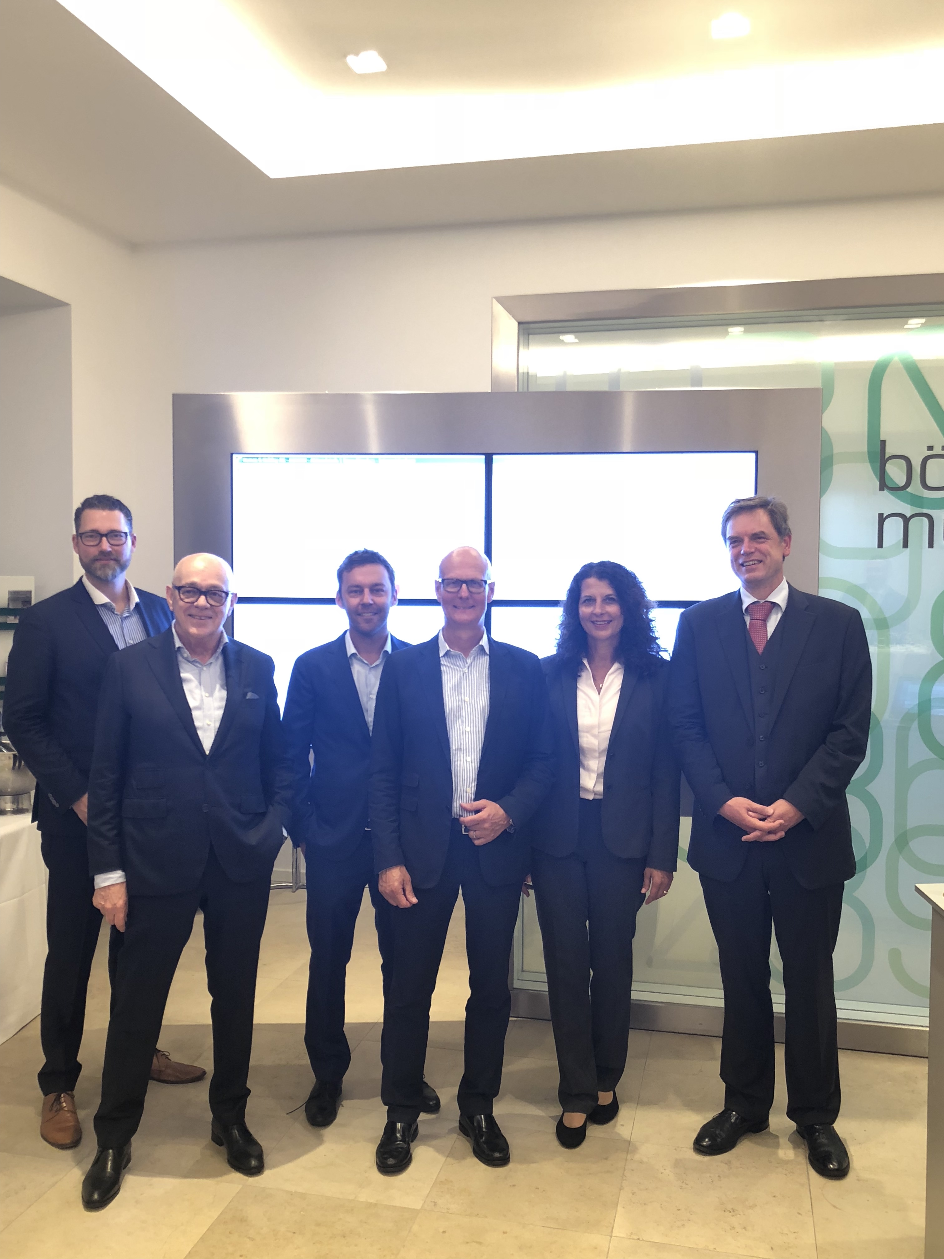 On July 6, 2018, it was time for the Homes & amp; Holiday AG celebrated its premiere on the trading floor. V.l.n.r .: Stephan Bruns, Joachim Semrau, Ralf Spielvogel, Carl-Peter Gerlach, Ulrike Eschenbecher and Philip Kohler.