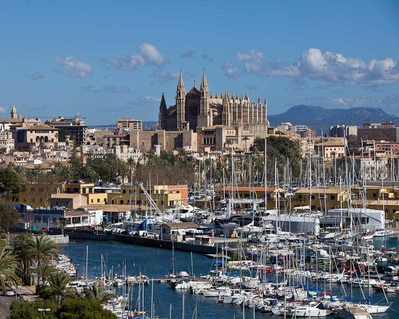 The western part of Palma offers fantastic views of the old town and the cathedral. Due to the high demand, Porta Mallorquina opens a second real estate shop there.