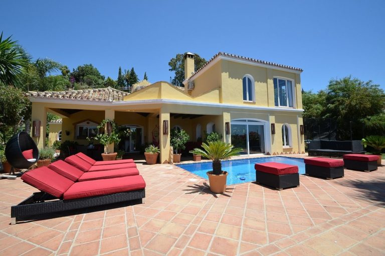 Magnificent country villa on the New Golden Mille Marbella close to the beach for nature and horse lovers