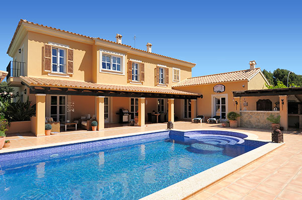 In 2014, sales of Spanish holiday real estate once again rose slightly. This small upturn is largely due to the booming holiday real estate markets.