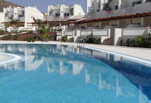 An apartment on the coast can be acquired for under € 50,000 in Tenerife, with holiday houses starting at around € 200,000.