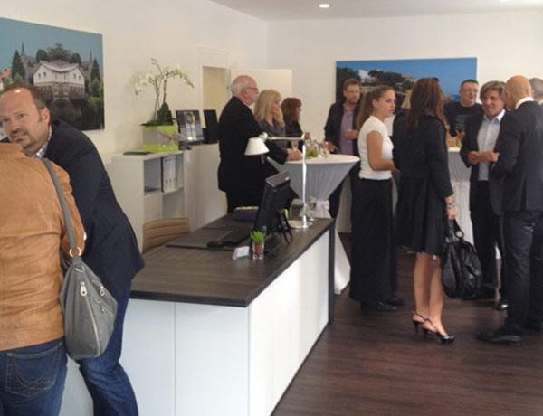 Guests were highly impressed by the modern estate agency fit-out in Essen.